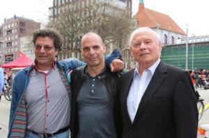 Varoufakis-lockt-Hunderte-an-den-Goseriedeplatz_mobileWide